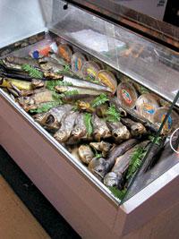 выкладка в магазине рыбы фото